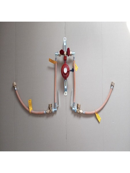 Газобалонка на 4 балони 4кг/год 50 mbar (ручна робочий та резервний), комплект